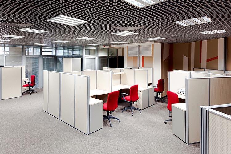 Комбинированные мобильные перегородки в офисе