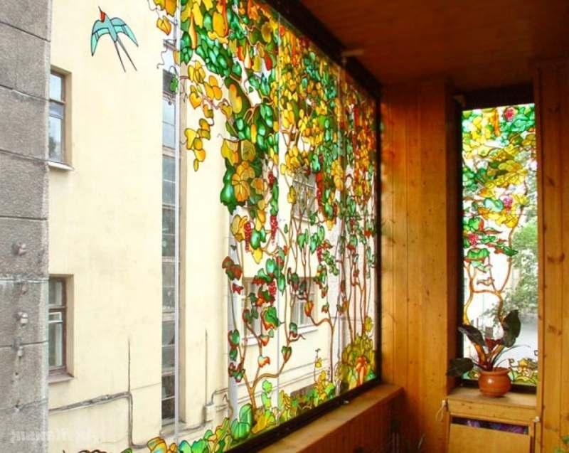 Балкон с витражного стекла
