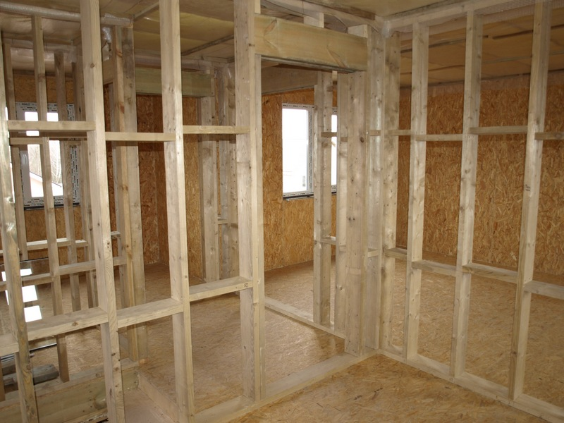 Устройство перегородки в деревянном доме своими руками 11