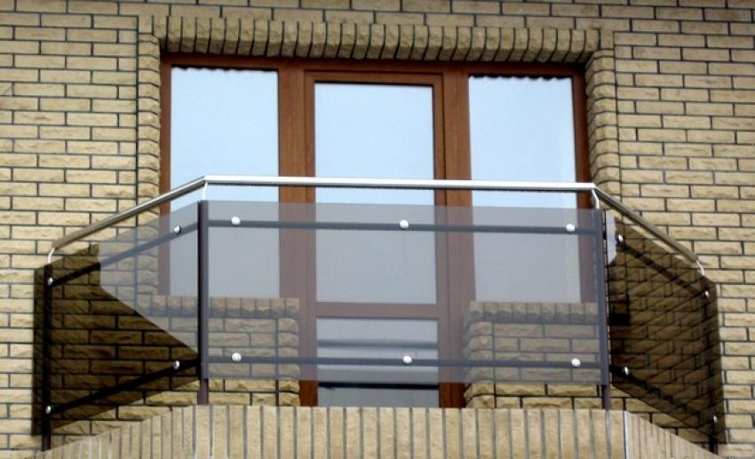 Ограждающая балконная перегородка