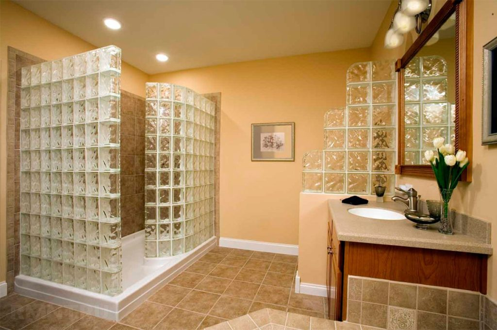Перегородки в ванной со стеклоблоков