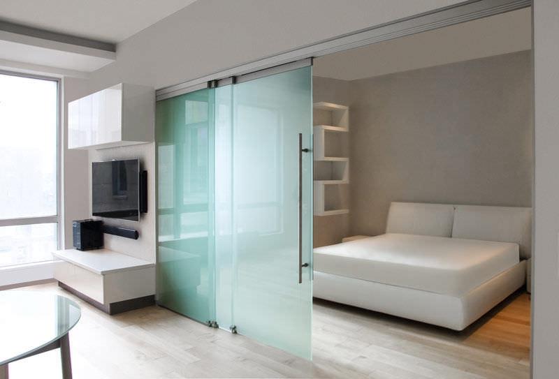 Перегородки из стекла для зонирования комнатного пространства: разновидности перегородок и способы зонирования
