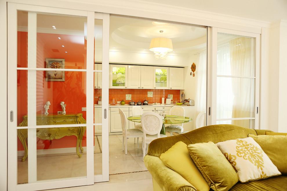 Перегородка между комнатой и кухней фото