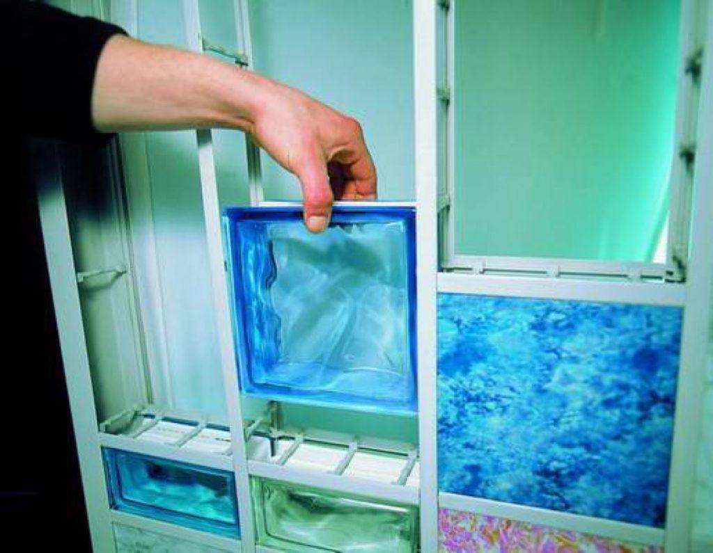Душевые перегородки из стекла: типы материалов, инструкция по монтажу