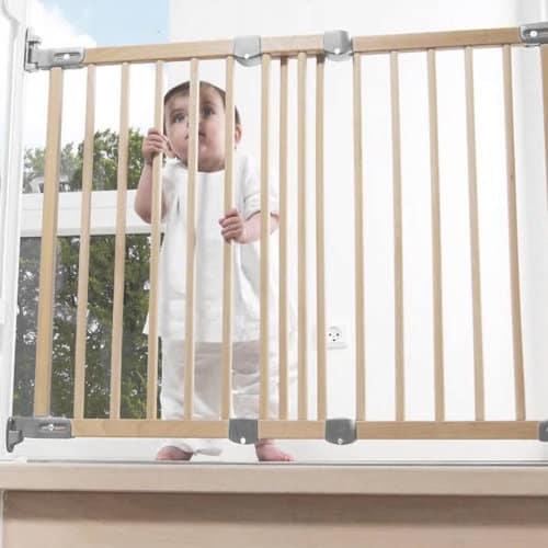 Перегородка на лестницу и в дверной проем для безопасности детей