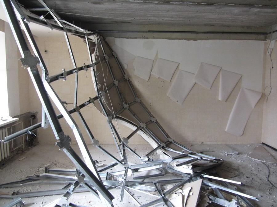 Правильный демонтаж перегородок из гипсокартона